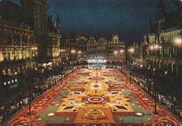 Carte Postale. Belgique. Bruxelles. Grand'Place. Tapis De Fleurs La Nuit. Etat Moyen - Bruxelles By Night
