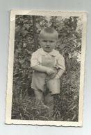 Boy Pose For Photo Za849-367 - Personas Anónimos