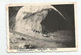 Men,Women At The Devetashka Cave  Za833-367 - Personas Anónimos