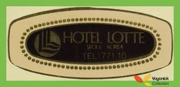 Voyo HOTEL LOTTE  Seoul South Korea  Hotel Label  Sticker 1990s Vintage Metallized Mini - Etiquetas De Hotel