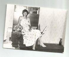 Woman Pose For Photo Za850-367 - Personas Anónimos