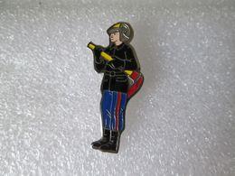 PIN'S   POMPIER - Pompiers