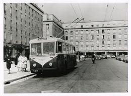 Reproduction D'une Photo Ancien  D'un Trolley Bus - Reproductions