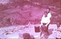 DIAPOSITIVE L'AFRIQUE DE L'ATLAS AU GOLF DE GUINEE L'AFRIQUE NOIRE Village BAMBARA - Diapositive
