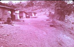 DIAPOSITIVE AFRIQUE TRADITIONNELLE ZOULOU ET XHOSAS Village ZOULOU Au Matin - Diapositive