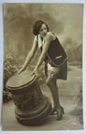 Jolie Cpa Fantaisie Photo Femme érotisme Bas Jarretelles - Edition Pisa - Période Art Déco Vers 1920/30 - Femmes