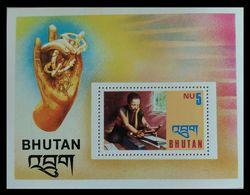 107. BHUTAN STAMP M/S HANDICRAFTS  . MNH - Bhutan