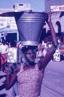 35mm DIAPOSITIVE SLIDE PHOTO 60s BLACK AFRICAN ETNIC WOMEN STREET MARKET HAITI A18 - Diapositives (slides)