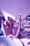 35mm DIAPOSITIVE SLIDE PHOTO 60s BLACK AFRICAN ETNIC WOMEN STREET DANCING HAITI A19 - Diapositives (slides)