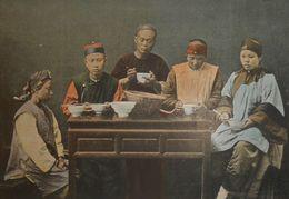 Chine.Un Repas En Famille. Photogravure Fin XIXe. - Estampes & Gravures