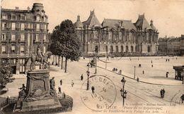 LILLE - Place De La République, Statue De Faidherbe Et Le Palais Des Arts - Lille
