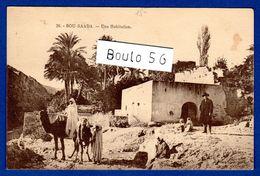 CPA- Afrique-Algérie- N°-36- -BOU-SAADA -une Habitation .Animation . - Argelia