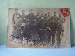 MILITARIA. REGIMENT DE CHASSEURS ?. GROUPE DE MILITAIRES. CARTE-PHOTO. 101_9945GRT. - Regiments