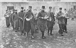 Prisonniers Français Apportant Leur Dîner - Prison - Propagande - Détention - War 1914-18