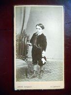PHOTO CDV 19 EME JEUNE GARCON ELEGANT CHAPEAU  MODE  Cabinet GASQUET A CANNES - Ancianas (antes De 1900)