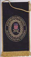 CROATIA  --   REPUBLIKA HRVATSKA  --  MINISTARSTVO OBRANE  --    20 Cm X 11 Cm  -  BANNER, PENNANT, DRAPEAU - Bandiere