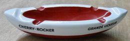 CENDRIER BARQUE CHERRY-ROCHER GRANDE LIQUEUR / FAIENCERIE G.D. PARIS MADE IN FRANCE - Ceniceros