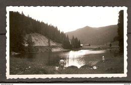 PHOTO ORIGINALE AOUT 1950 SUISSE - LAC DE MORGINS - PECHEUR - Lieux