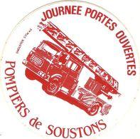 Auto-collant Des Pompiers De Soustons (40), Journée Portes Ouvertes, Sticker Vers 1980, Bon état, Camion Porte-échelle - Stickers