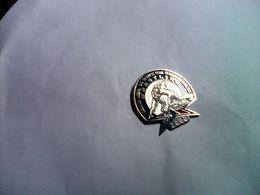 PIN S PINS LUTTE LUTTEUR CLUB WRESTLING JEUX OLYMPIQUES USA 2000 - Lutte