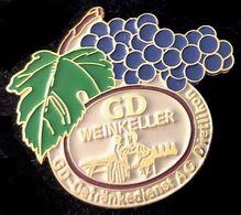 GD - WEINKELLER - VIN - UVA - RAISINS - FEUILLE DE VIGNE - GETRÄNKEDIENST AG DIETLIKON - SUISSE - SCHWEIZ - (JAUNE) - Boissons