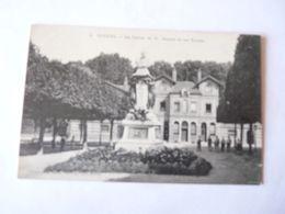 A Vendre Carte Ancienne De Noisiel La  Statue De Mr Menier Et Les écoles   Petit Prix - Noisiel