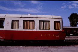 Photo Diapo Diapositive Slide Train Wagon Locomotive Autorail X 3814 De L'AATY à Montargis Le 09/09/92 VOIR ZOOM - Diapositives