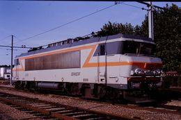 Photo Diapo Diapositive Slide Train Wagon Locomotive Electrique SNCF BB 22161 à Montargis Le 25/09/92 VOIR ZOOM - Diapositives