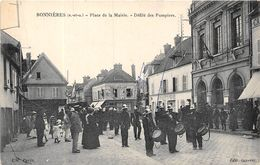 78-BONNIERES- PLACE DE LA MAIRIE , DEFILE DES POMPIERS - Bonnieres Sur Seine