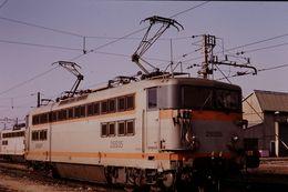 Photo Diapo Diapositive Slide Train Wagon Loco Locomotive Electrique SNCF BB 25535 à Tours Le 31/01/92 VOIR ZOOM - Diapositives