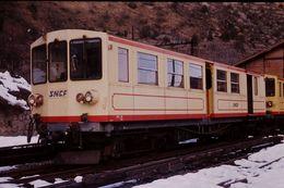 Photo Diapo Diapositive Slide Wagon Locomotive Train Jaune SNCF Z 115 Villefranche De Conflent Le 05/02/92 VOIR ZOOM - Diapositives