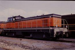 Photo Diapo Diapositive Slide Train Wagon Locomotive Diesel SNCF 63627 à Vénissieux Le 10/02/92 VOIR ZOOM - Diapositives
