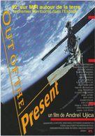 """D2234 CARTE AFFICHE """"OUT OF THE PRESENT"""" - FILM DE ANDREÏ UJICA - 92' SUR MIR AUTOUR DE LA TERRE - Affiches Sur Carte"""