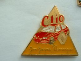 Pin's RENAULT CLIO - JEAN JACQUES DEMARQUES - Renault