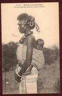 Afrique Occidentale  Femme Malinké Avec La Coiffure Foulah Et Enfant   Ethnique Africaine   Femme N° 1312 - Africa