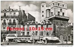Reproduction D'une Photographie D'un Ancien Bus Dans Une Rue Commerçante De Montpellier - Reproducciones