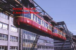 Reproduction D'une Photographie D'un Monorail Schwebebahn à Wuppertal En Allemagne En 1971 - Reproducciones