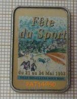 FETE DU SPORT 1992 VILLE DES CLAYES SOUS BOIS Affiche Sur Cadre Métaillisé PICHARD - Pin's & Anstecknadeln