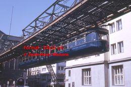 Reproduction D'une Photographie D'une Vue D'un Monorail Schwebebahn à Wuppertal En Allemagne En 1971 - Reproducciones