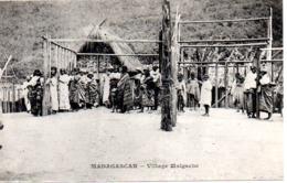 MADAGASCAR  VILLAGE MALGACHE - Madagascar