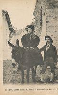 Femme Sur Ane à Bonneval Sur Arc . Woman Riding Donkey - Donkeys