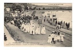 29 FINISTERE - PERROS GUIREC La Procession Passant Sur Le Port - France