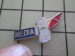 1220 Pin's Pins / Beau Et Rare / THEME : MEDIAS / JOURNAL MEDIA CAROTTE DE BURALISTE - Marques