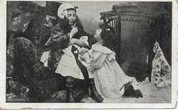 L100G419 - Mise En Scène De Deux Fillettes, L'une Faisant La Grand Mère, L'autre L'enfant Faisant Un Caprice - Scènes & Paysages