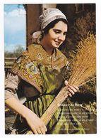 Folklore Du Berry Belle Dame En Costume Et Coiffe VOIR Au DOS Paroles D'une Vieille Chanson Populaire En Berry - Costumi