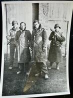 Photo ORIGINALE Presse Ww2 WwII : Prisonnier Allemand Par US ARMY - THOMPSON - MILITARY POLICE  // GERMAN POW - Guerra, Militares