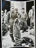 Photo ORIGINALE Presse Ww2 WwII : Prisonnier Allemand Par US ARMY - MILITARY POLICE  // GERMAN POW - Guerra, Militares