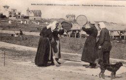 S4689 Cpa 56 Saint Pierre Quiberon - Les Quais - Femmes De Pêcheurs Vannant Leur Récolte - Altri Comuni