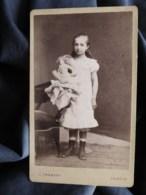 Photo CDV  Froment à Lodève  Jolie Fillette Blonde Tenant Une Grande Poupée  CA 1885-90 - L512A - Oud (voor 1900)