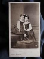 Photo Cdv Tony Rouge à Paris - Fillettes, Deux Soeurs, Circa 1875 L512 - Oud (voor 1900)